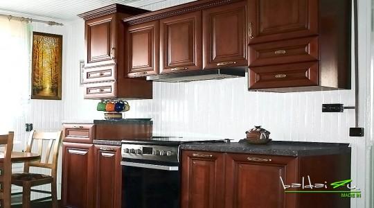 Medine virtuve, klasikiniai baldai, Klasikiniai virtuves baldai
