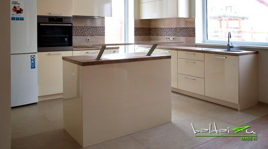 kreminiai virtuves baldai