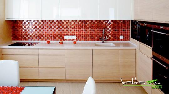 raudona virtuves sienele