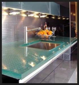 stiklas virtuveje