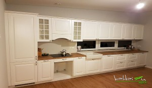 Balta modernios klasikos virtuvė