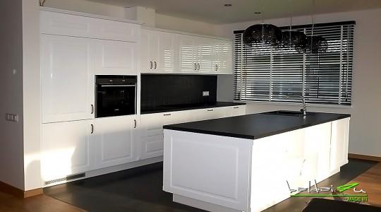 Klasikine blizgi virtuve, Klasikine balta virtuveKlasikiniai baldai, Klasikiniai virtuves baldai
