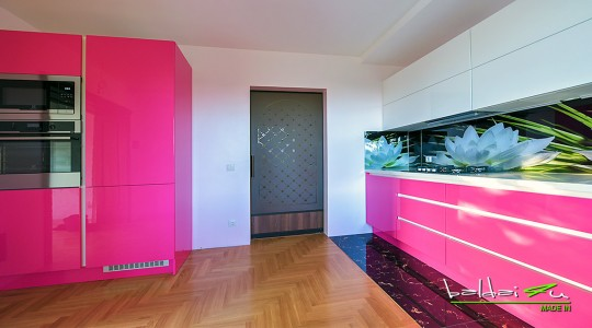 virtuves baldai, raudona virtuve