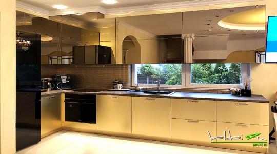 Virtuves baldai su veidrodziu