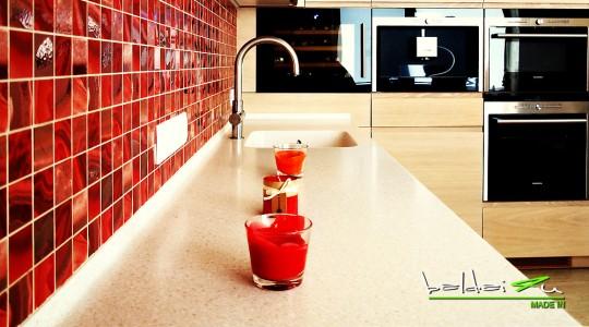 raudona virtuves sienele, Virtuvės baldai