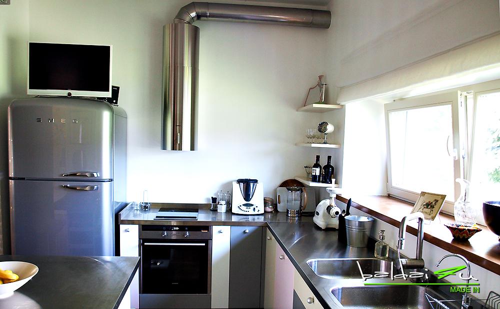 moderni virtuve, retro virtuve, plieninis stalvirsis